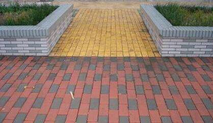 怎样铺设混凝土彩色路面砖?
