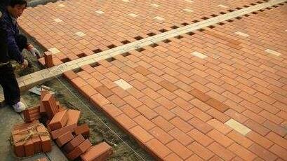 混凝土路面砖铺设的问题与建议